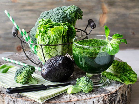 Grüne Smoothies sollten langsam getrunken und nicht gleich literweise in sich hineingeschüttet werden.