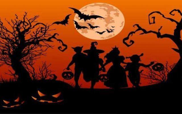 Halloween origini storia e tradizioni per creare lavoretti e giochi per bambini Halloween la notte delle streghe, ecco alcune indicazioni pratiche per preparare lavoretti con i bambini, scegliere i costumi più spaventosi, scoprire le origini della festa e le tradizioni culinarie #halloween #tradizioni #giochi #disegni