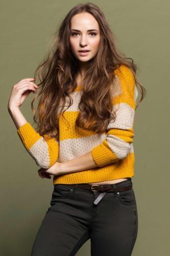 Çizgili modeli ve rahat kalıbı ile serin havalarda hem şık hem de sıcak olmak isteyenler için tasarlanmış, pantolonlarla kolayca kombinlenen DeFacto bayan kazak.
