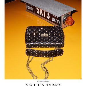 テリーリチャードソンが撮影したヴァレンティノ新バッグ広告はNYストリートの通行人を起用
