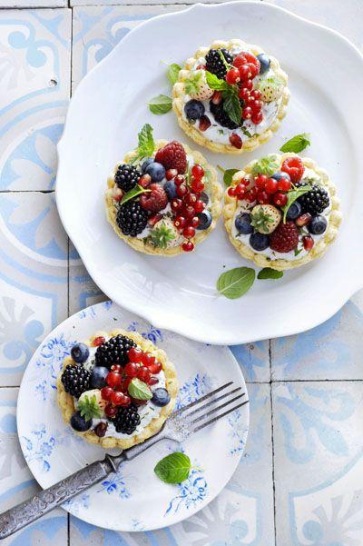 Berries and Cream munt (Mentha 'Berries and Cream'): compacte, lage muntsoort met slagroom- en bessengeur. Lekker in deze taartjes.