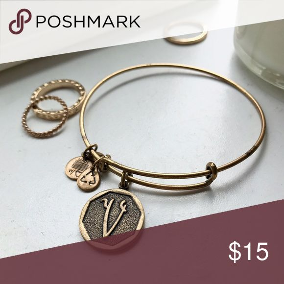 """""""V"""" initial Alex & Ani bracelet Gold """"V"""" Alex & Ani bracelet ❤ loved this one for a while now letting it go for someone else! Alex & Ani Jewelry Bracelets"""