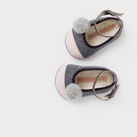 wool & leather baby ballerinas with pompoms on Etsy, 54,00€
