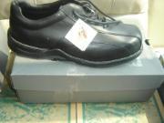 J'ai 3 paires de souliers de marque Hush Puppies grandeur 13, 2 paires de souliers Duhnam grandeur 14, 1 paires de CAT grandeur 13 et une paire de bottes Wolverines grandeur 13 prix pour les bottes 125$  Tous ses souliers et bottes sont neuf dans leurs boites avec etiquettes  csa valeur de 175$ a 250$ chaque