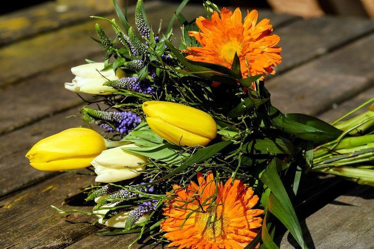 8 марта в Финляндии, хоть и не выходной день, но все же праздничный. Кому финки должны сказать спасибо (маркетологам или русскоговорящим женам), не известно.