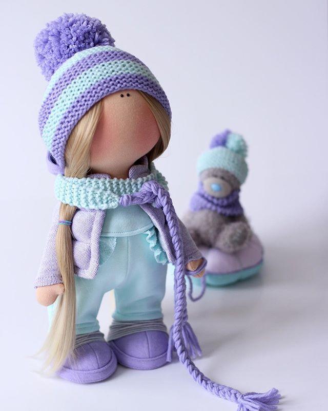 Сани.... были, гномы.... были...., олени.... были......елки тоже .... были....... ПЛЮШКИ не было))) Бинго!!!!!!! ❄️Куколка сделана на заказ . #milahandycrafts #handmadepresent #handmadedoll #interior #interiordoll #pinguin #tilda #cotton #wool #textiledoll #present #birthday #christmas #кукла #кукларучнойработы #куклаизткани #текстильнаякукла #тильда #пингвины #мадагаскар #подарок #деньрождения #зимняяколлекция #творческаямастерская #ярмаркамастеров #valentexomsk #fabbyhandmade #плюшка…