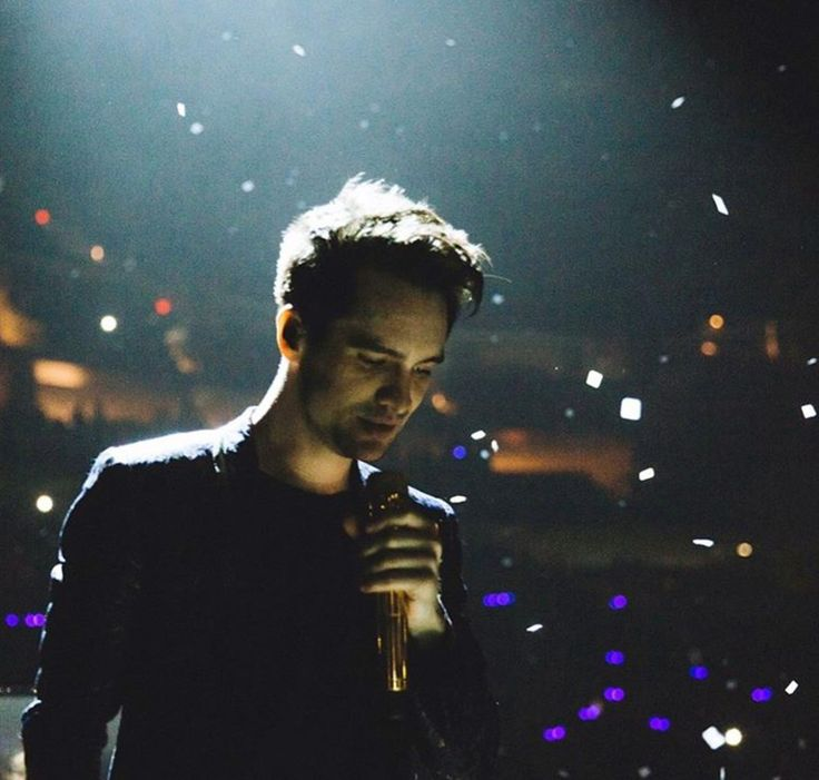 Brendon Urie Panic! at the Disco  Death of a Bachelor tour 2017