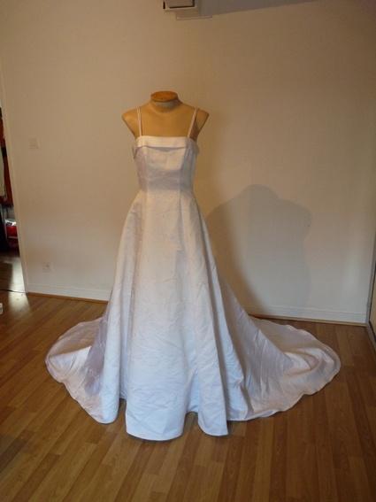 Robe de mariée taille 10 (soit 38) de marque David's Bridal.