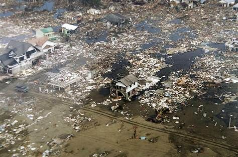 Aerial images show the extent of the devastation in Meulaboh http://informationdose.blogspot.com/2014/11/top-5-deadliest-earthquakes-in-history.html
