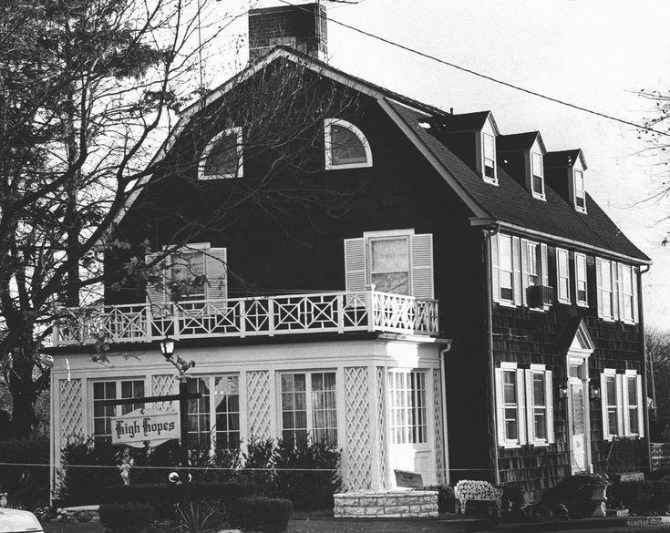 """La película """"The Amityville Horror"""" cuenta la historia de la familia Lutz, que tuvo que abandonar la casa en la que vivía debido a ciertos hechos siniestros"""