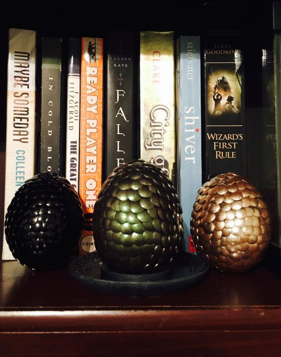 Welcome to the dragon hatchery! These eggs will make an amazing display on your bookshelf. Perfect for Game of Thrones or dragon lovers. 🐲✨🐲✨🐲✨🐲  If you want different colors than listed in this set of 3 feel free to contact me to let me know, otherwise you will receive what is posted. -Colors in listing: Golden  Ebony Emerald  Each scale is individually painted. 3.5 inches length and 2.5 inches width. Please be gentle, dragon eggs are fragile! Made by hand in Texas.  Only eggs for sale…