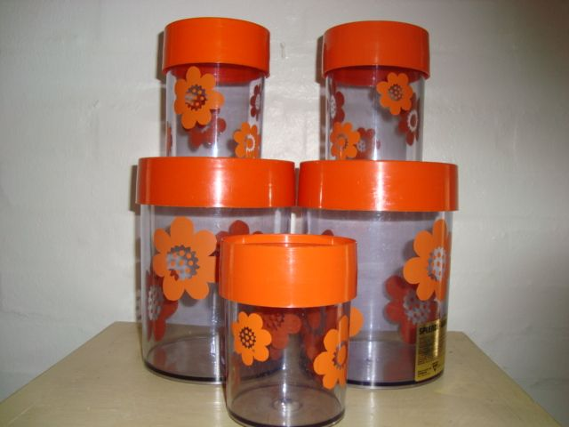 FROM:www.TRENDYenser.com Erik Kold Plast tins from the 60s and 70s. #erik #kold #plastic #tins #60s #70s #plast #plastik #daaser #retro #kitchenware