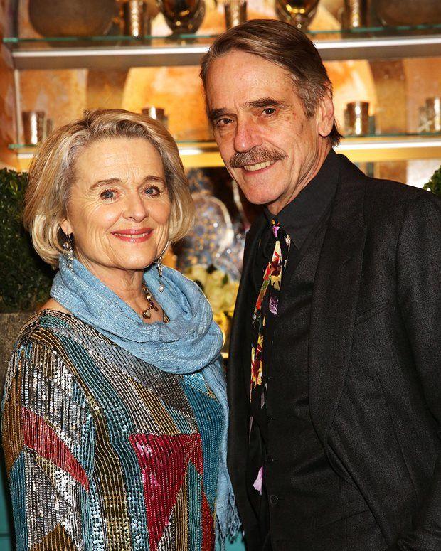 сам джереми айронс фото с женой подавляющем
