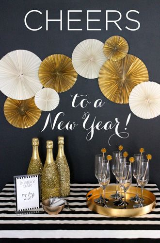 DIY Bubbly Bar for a New Year's Eve party!  Complete with FREE PRINTABLES and more! #evitegatherings