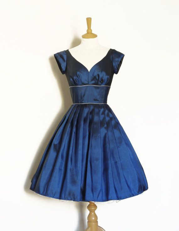 Midnight Blue Taffeta Sweetheart Prom Dress with Silver Piping - Made by Dig For…