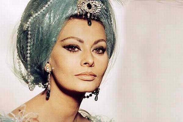 Masca de la Sophia Loren este o îngrijire suplimentară excelentă, care ne ajută să ne păstrăm tinerețea. Actrița, chiar și la vârsta de 81 de ani, nu își permite să arate prost. Tot secretul se află în cosmetica naturală. Nu o singură dată, în interviurile sale, legendaraactriță a vorbit despre elementul de bază a frumuseții …