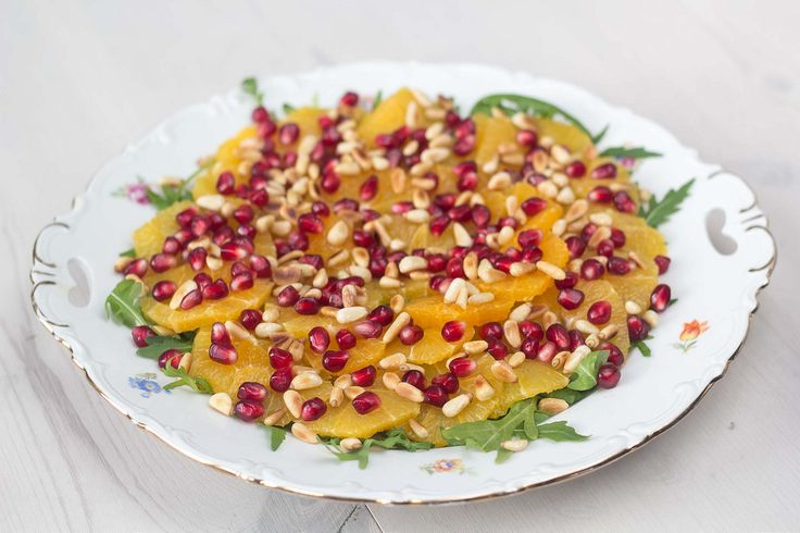 Appelsinsalat med granatæble og pinjekerner (1)