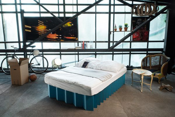 mobile, light, flexible, and sustainable cardboard bed - medium, petrol blue | mobiles, leichtes, flexibles und nachhaltiges  Pappbett - medium, petrolblau | http://de.roominabox.de/collections/all/products/das-pappbett-2-0