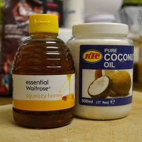 Oh That Curl: DIY Coconut Oil and Honey Hair Mask