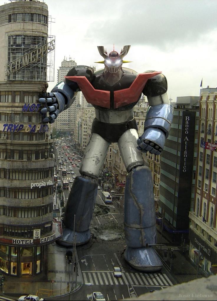 Mazinger Z por la Gran Vía madrileña