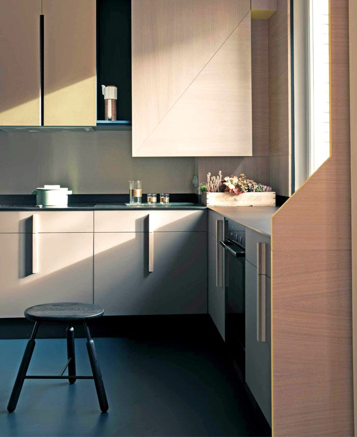 Te uchytky (Renovation of Family Apartment in Paris by UdA)