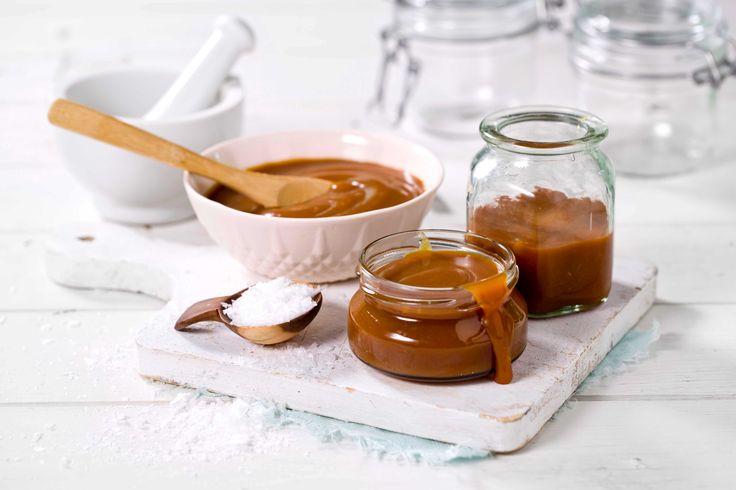 Salt karamellsaus blir bare mer og mer populært. Saltet bidrar til en spennende tvist på den ellers så søte sausen. En morsom gave til matglade mennesker.