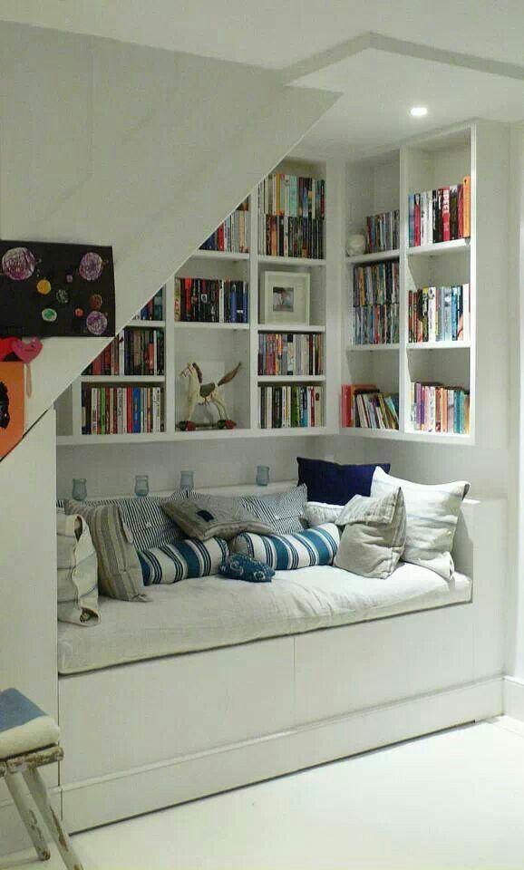 Coin lecture de rêve. Un livre, des coussins...un thé. Want the same at home!