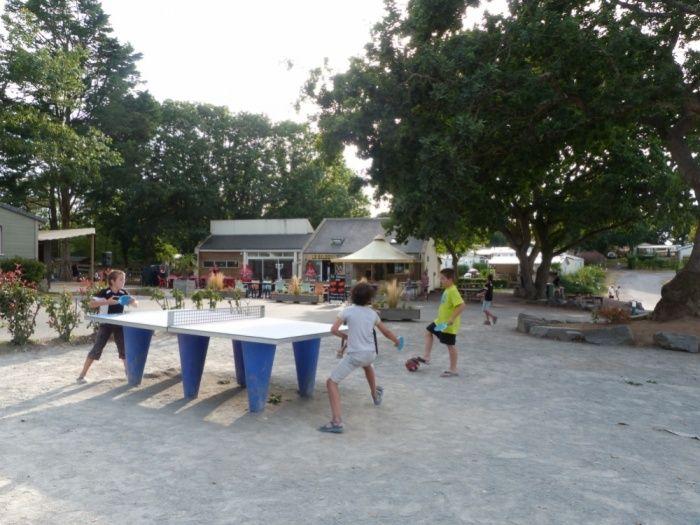 Tables de ping-pong au camping Domaine de Bréhadour