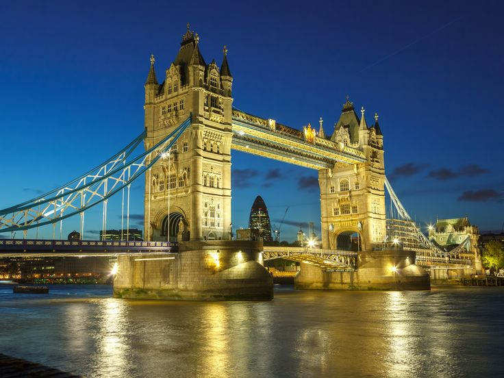 Looking for a reason to visit London? Here are 50! Check out our countdown of the best London attractions, and use it to plan your dream trip to England's capital.