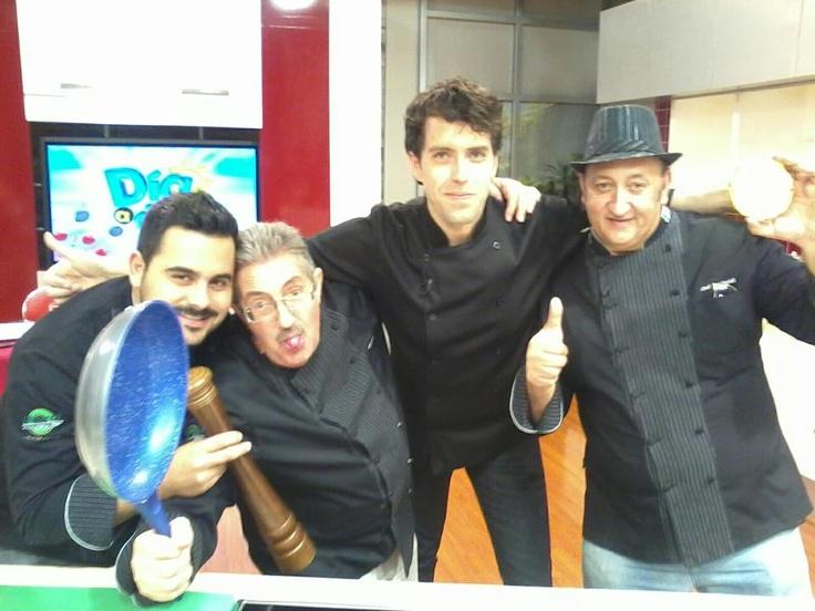 Gracias a todo el equipo de Producción de Cocina Práctica, así de fácil de Televisa Guadalajara, al trío de fabulosos Chefs por hacerme pasar media hora muy agusto que parecieran solo segundos, espero les haya gustado el programa!!! buena vibra!! (al aire 7/marzo/2013)  https://www.facebook.com/photo.php?fbid=439294549482509=a.257007834377849.59922.119318758146758=3