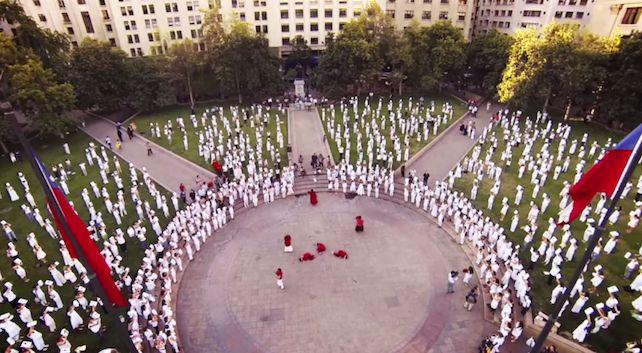"""Cile. La potente protesta delle """"donne vestite di bianco"""" contro l'aborto:  «È la violenza peggiore» http://www.tempi.it/cile-la-potente-protesta-delle-donne-vestite-di-bianco-contro-l-aborto-e-la-violenza-peggiore#.VTQMK5OzlCB"""