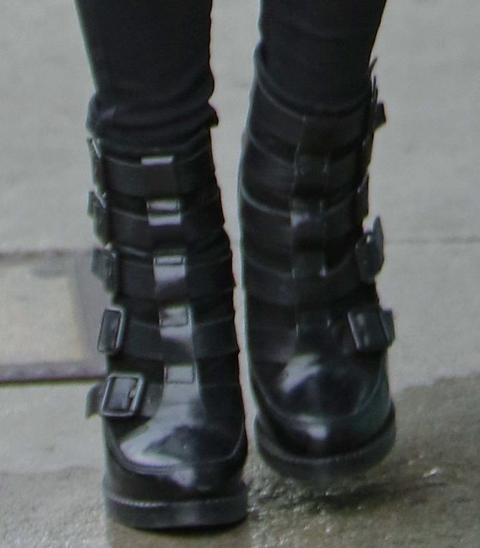 Pregnant Ashlee Simpson in Skinny Jeans and Towering AllSaints Boots