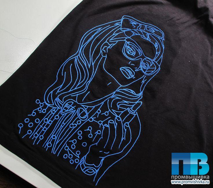 Женские футболки с вышивкой
