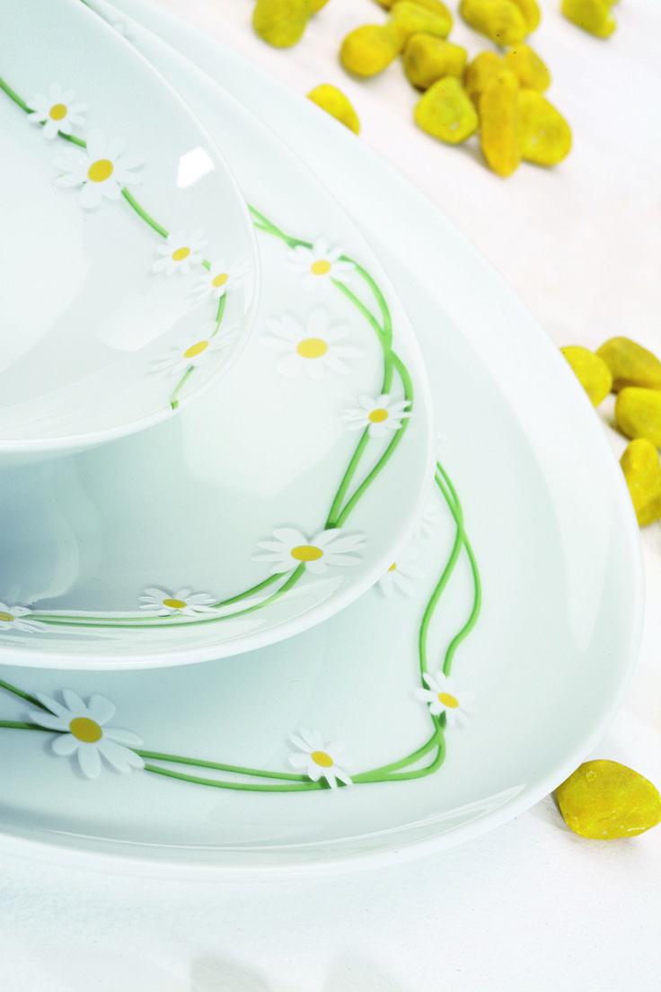Set tavola  #Pratoline. Piccole corolle in rilievo tra fili d'erba e tocchi di giallo: per la tavola primaverile, semplicemente allegra
