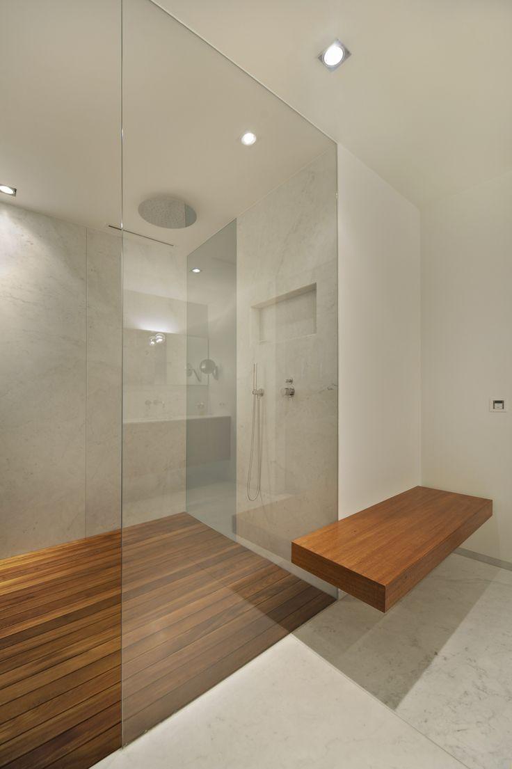 Bekijk hier de master badkamer in Villa Nijmegen. Verzorgd door Pieter Aalbers Badkamers. Bekijk onze showrooms in Wijchen en Oosterbeek.