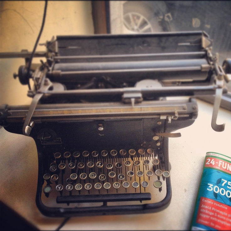 Old typewriter at Cafe Legere, in Bucharest.