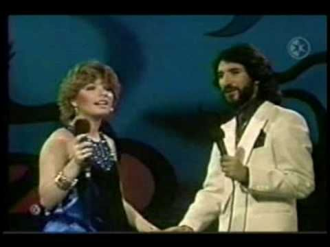 Marisela - La Pareja Ideal - Con Marco Antonio Solis.avi - YouTube