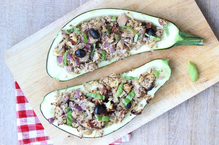 Dit recept voor gevulde courgette met tonijn, appel en citroen vind je op eethetbeter.nl, het foodblog met gezonde recepten voor het hele gezin!