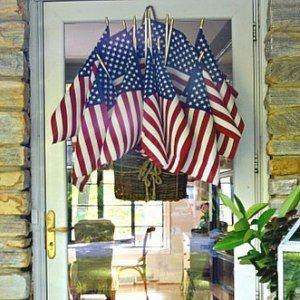 https://www.chatfieldcourt.com/easy-american-flag-display-front-door/