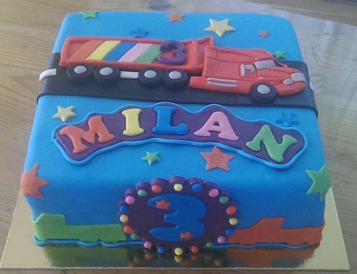 Verjaardagstaart met vrachtwagen Birthday cake with truck