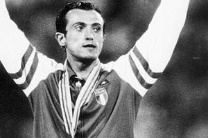 Pietro Mennea. Il più celebre atleta barlettano, detentore del record del Mondo sui 200 metri piani in 19'72'' dal 1979 al 1996.- http://www.barlettalife.it/magazine/notizie/professor-mascolo-portero-pietro-mennea-per-sempre-nel-mio-cuore-come-un-figlio/