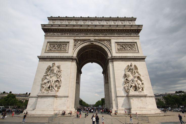 Iconic L'Arc de Triomphe