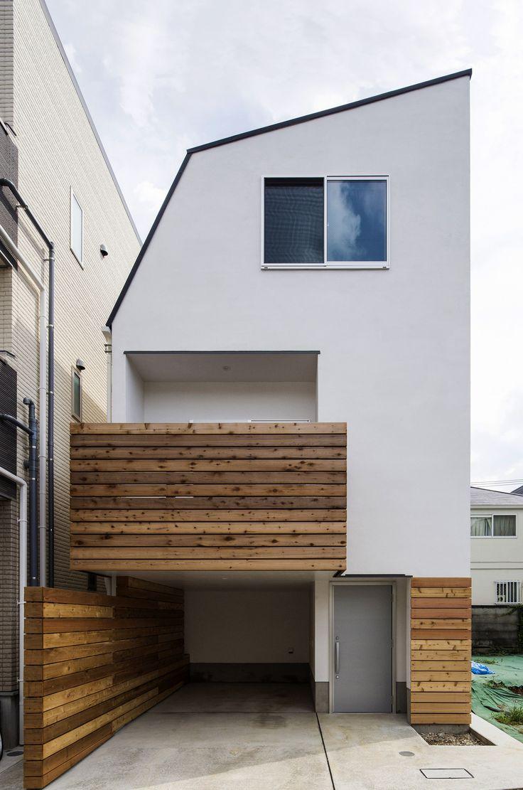 この写真「スキップフロアでつながるリビングダイニングのある狭小住宅」はfeve casa の参加工務店「清野 廣道/(株)ホープス」により登録された住宅デザインです。「スキップフロアでつながるリビングダイニングのある狭小住宅」写真です。「外観が見たい 」カテゴリーに投稿されています。