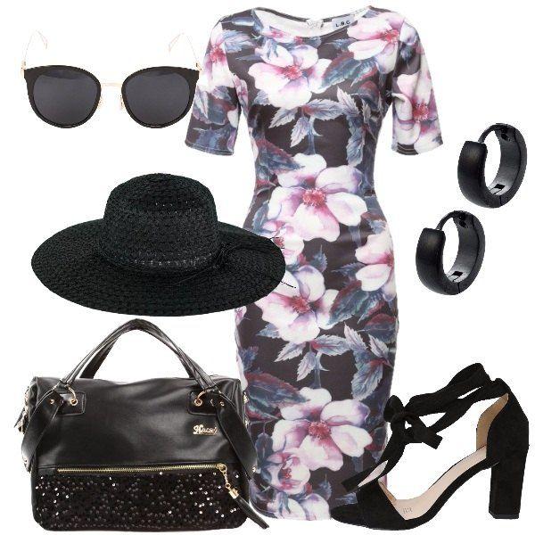 L'abito a tubino ha una stampa di fiori rosa su sfondo nero. La borsa a mano è nera con paillettes decorative e tracolla. I sandali, anch'essi neri, hanno il tacco alto e quadrato e i lacci alle caviglie. Gli occhiali da sole con montatura nera hanno il ponte e le stanghette trasparenti. Gli orecchini a piccoli cerchi sono neri ed in acciaio. Il cappello di paglia, infine, è nero e a tesa larga.