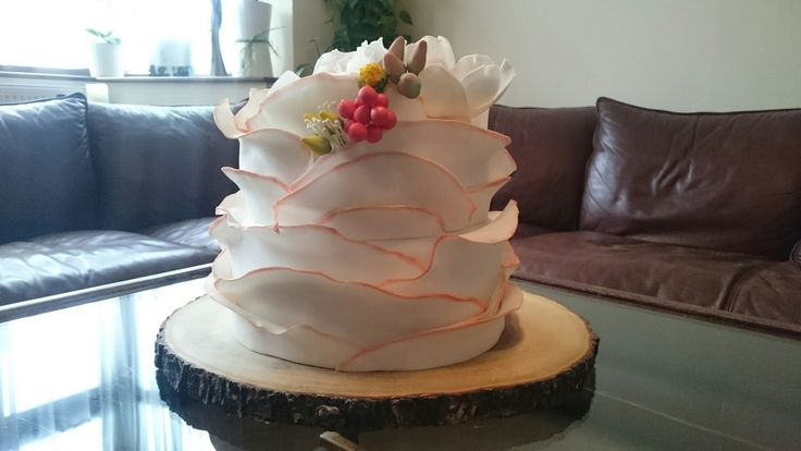 Birthday cake with frills