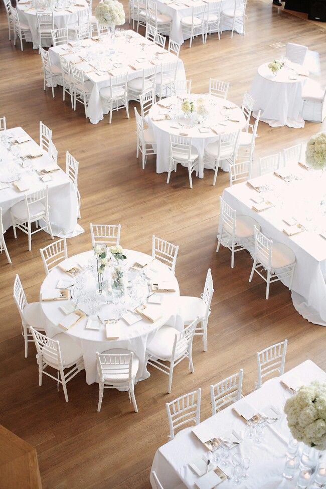 Mesas redonas y cuadradas para una boda