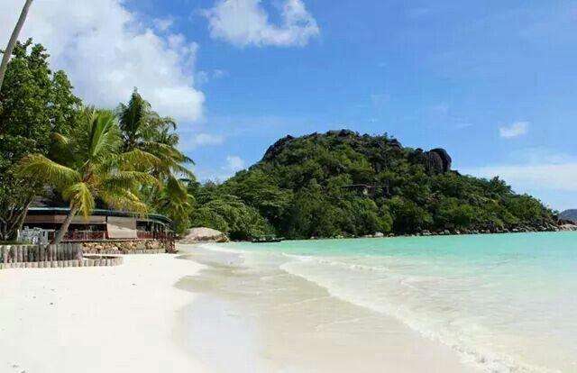 Paradise Sun Hotel, Parslin Island,  beach restaurant