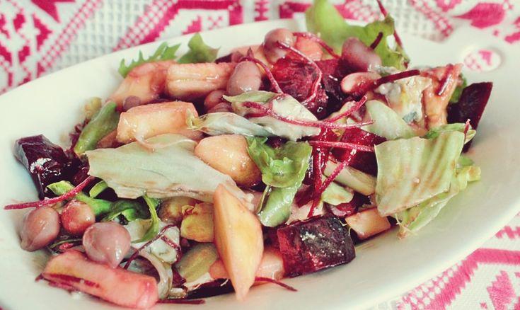 Salată din mere, sfeclă, mix de fasole și brânză | Pana Cristina Iuliana- Retete