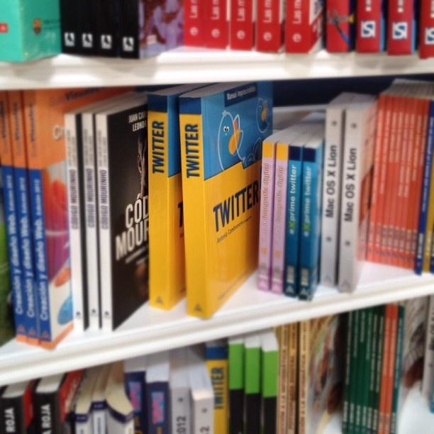 En el blog de antoniocambronero.com se recopilan fotos y reseñas sobre el libro.