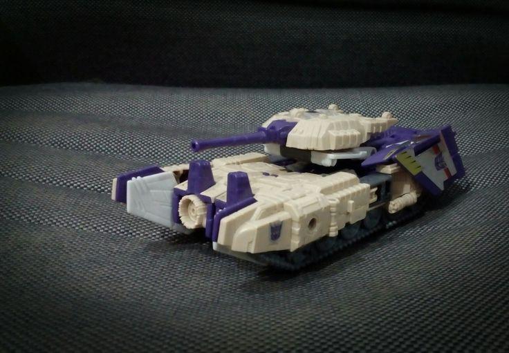 #titansreturn #blitzwing #transformers #hasbro  Tank mode.